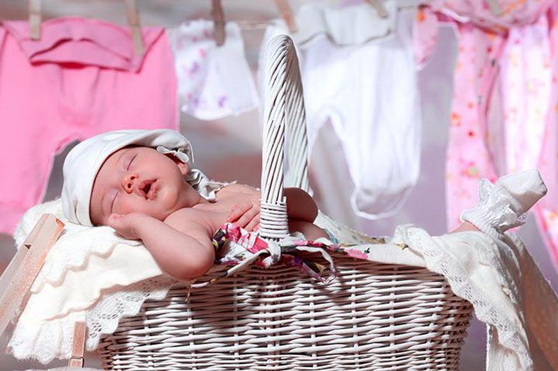 Как и чем стирать вещи новорожденного ребенка?