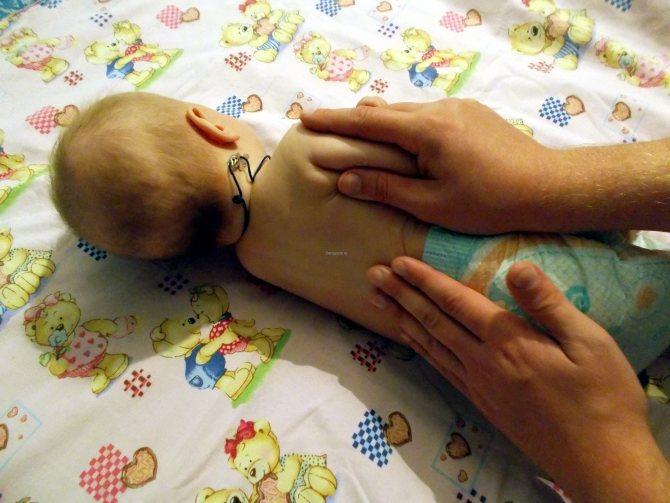 Зачем нужен массаж новорожденным и грудничкам?