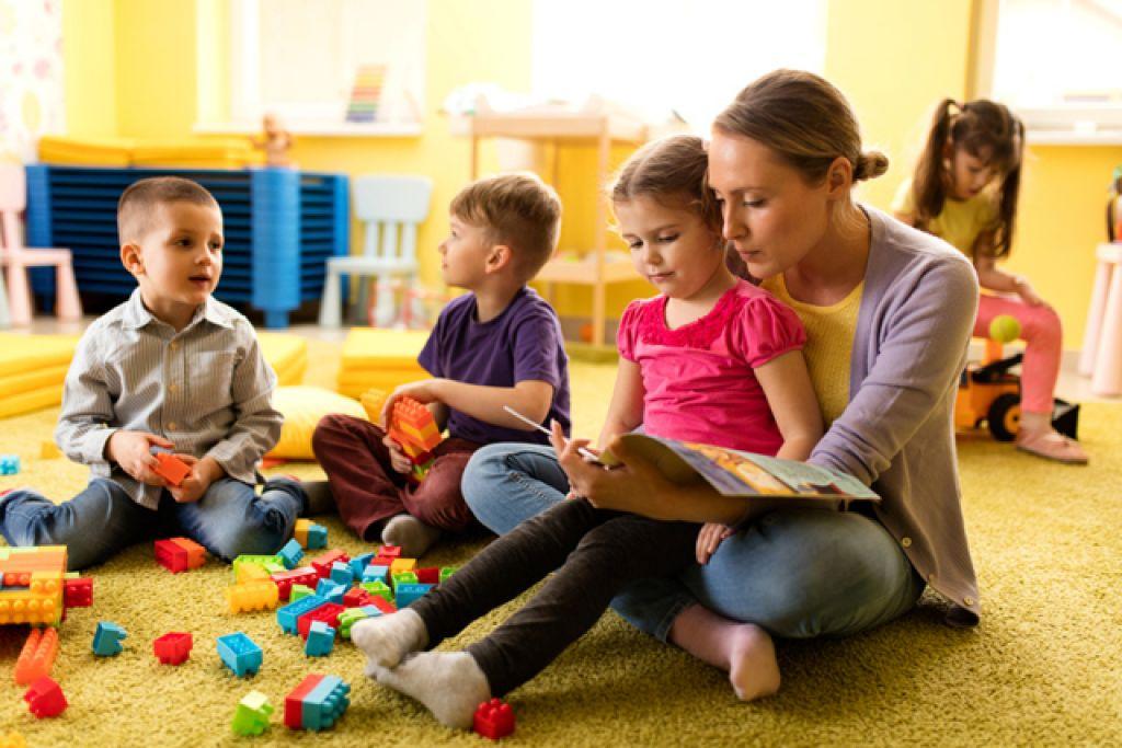 Нужен ли ребенку детский сад: зачем туда отдавать, как быть, если вы не хотите и боитесь водить, лучше ли отложить при тяжелой адаптации, есть ли альтернатива?