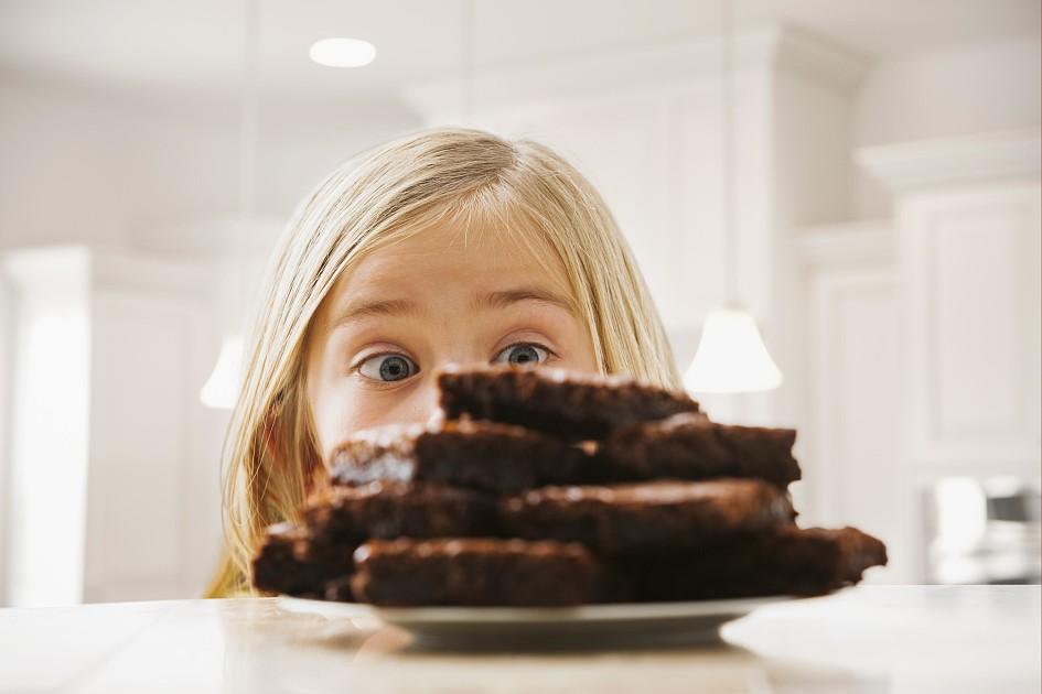 Е. комаровский: с какого возраста и сколько можно есть шоколад, сахара и сладкое, сахарозаменители и как отучить от сладкого