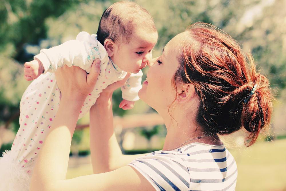 Недолюбленная дочь нелюбящей матери: к чему это приводит в жизни