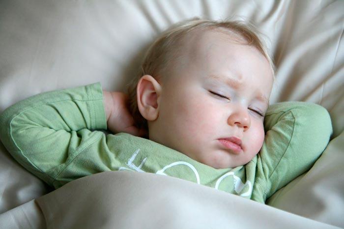 Почему грудничок плачет - причины плача ребенка - причины, диагностика и лечение
