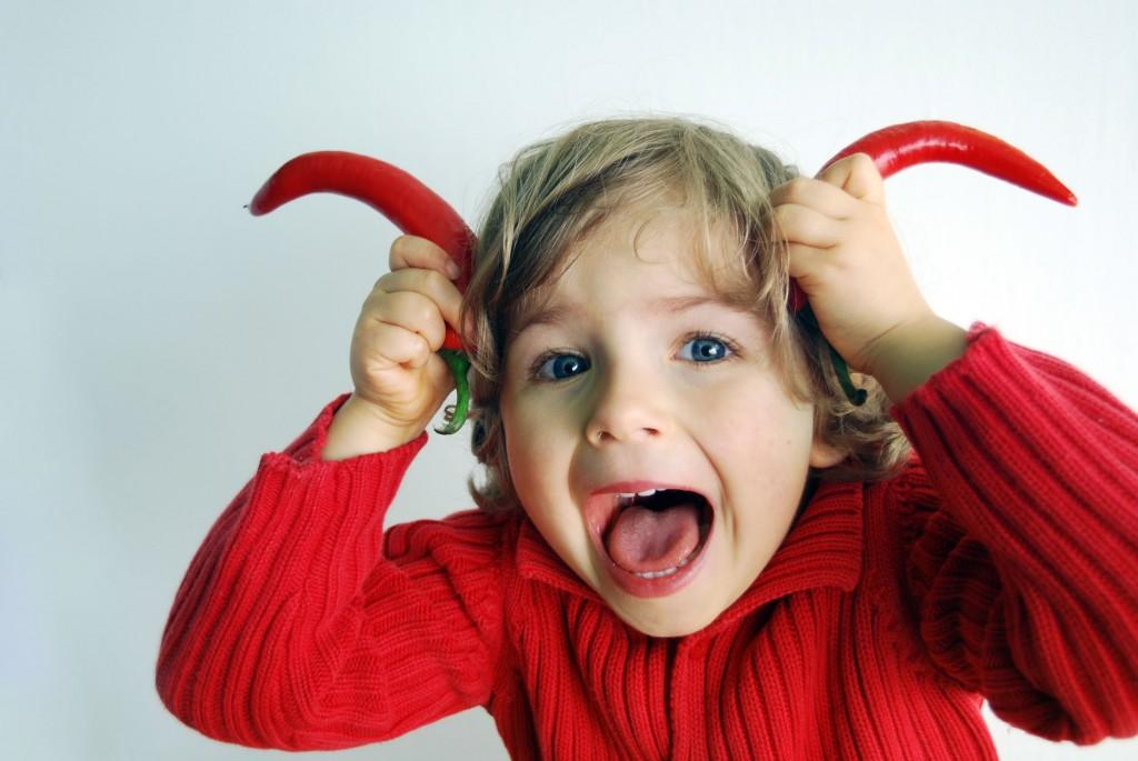 Почему ребенок кривляется, и как справиться с этим пристрастием - детская психология