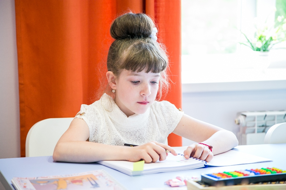 Как научить маленьких детей уважать старшее поколение: несколько советов