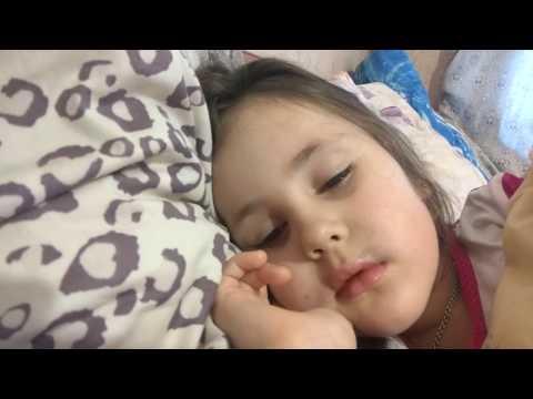 Сон у ребенка с полуоткрытыми глазами – норма и патология