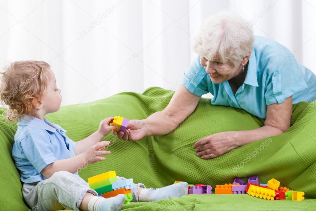 Во сколько вы в первый раз оставляли ребенка с бабушкой или няней? отпуск без детей