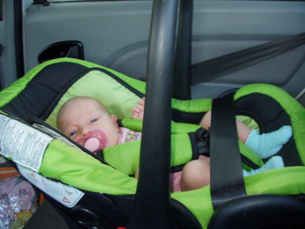 Основные правила перевозки грудничков в легковом автомобиле