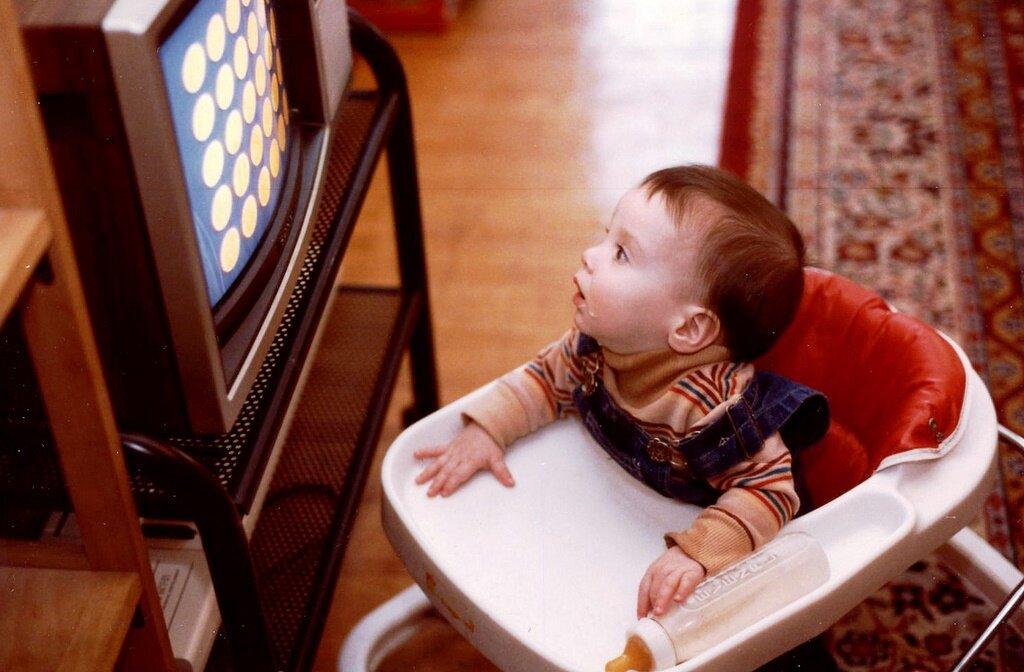 Сколько можно смотреть телевизор дошкольнику? с какого возраста можно смотреть телевизор ребенку?