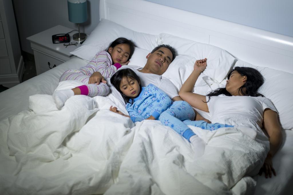 Совместный сон с малышом: быть или не быть