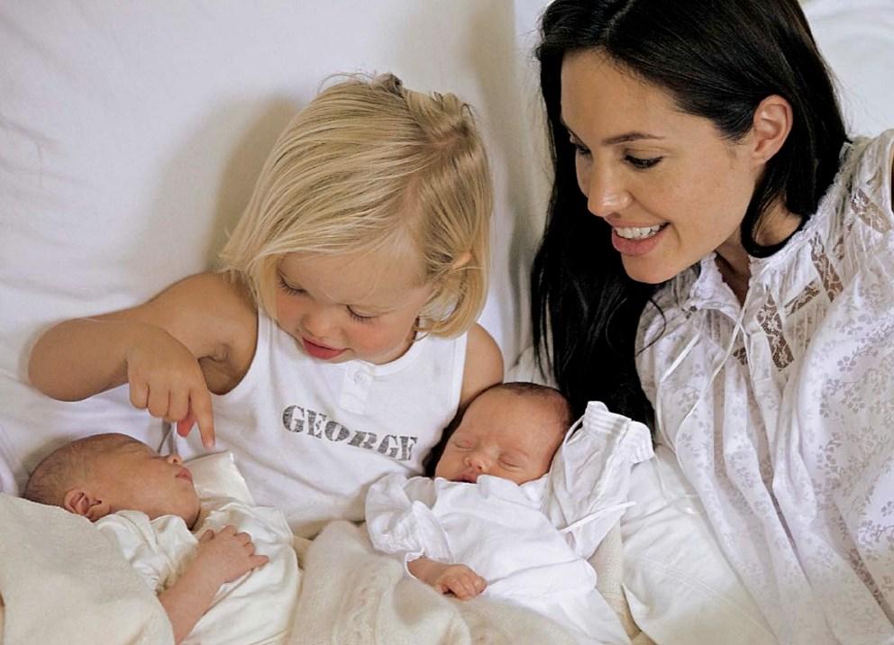 Особенности ухода за новорожденными двойняшками – легко ли быть мамой двойни?