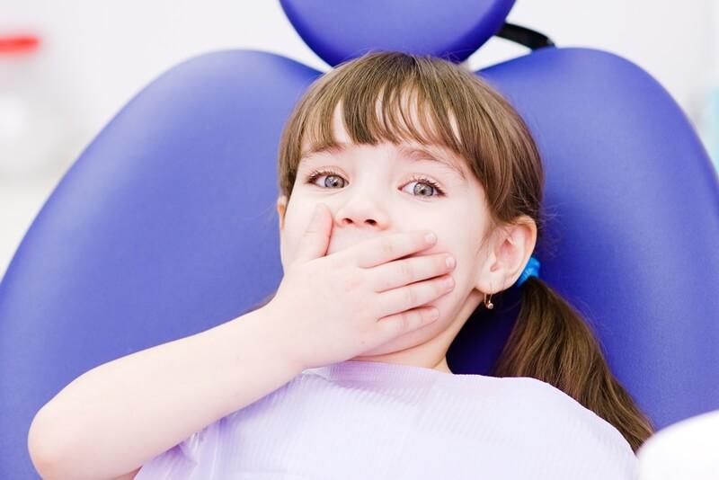 Почему ребенок может бояться других детей и как помочь ему справиться с фобией