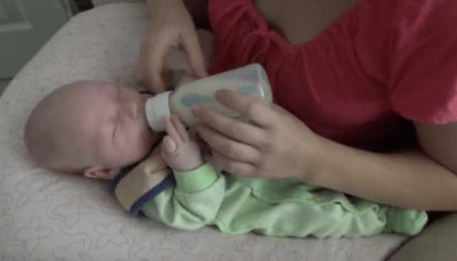 Нужно ли будить малыша для того чтобы покормить? – медицинский портал