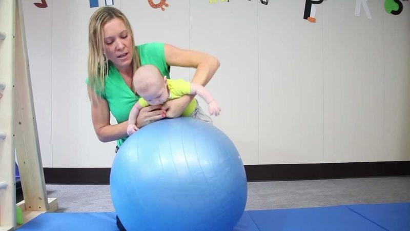 Зачем и как правильно заниматься с грудничком на фитболе