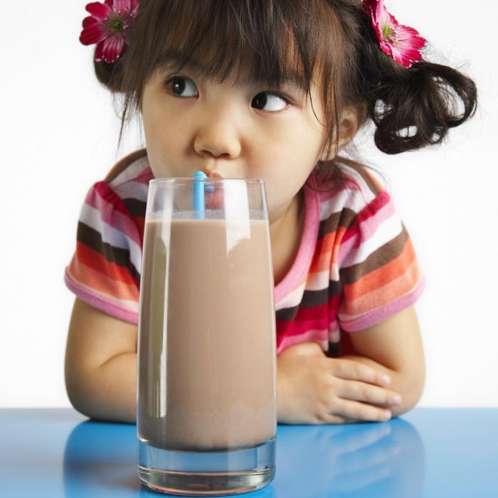 С какого возраста можно давать какао ребенку: рецепт на молоке, с несквиком. со скольких лет давать?