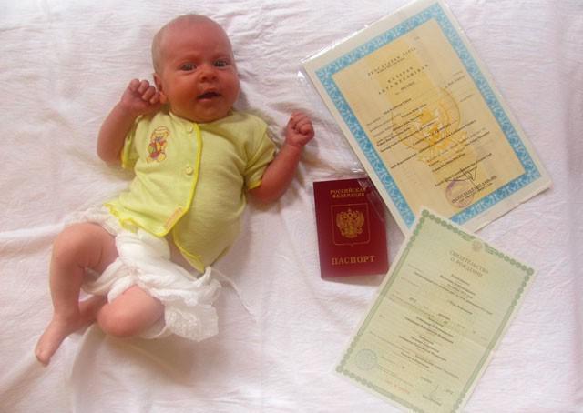 Как прописать новорожденного ребенка: документы, правила