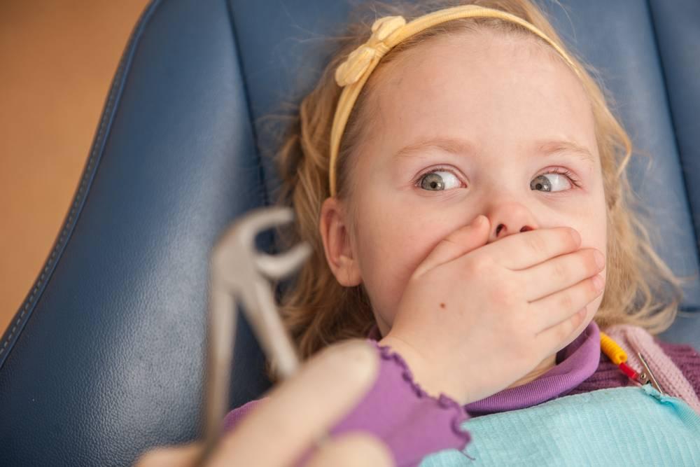 Почему ребенок боится чужих людей: причины и как помочь преодолеть страх