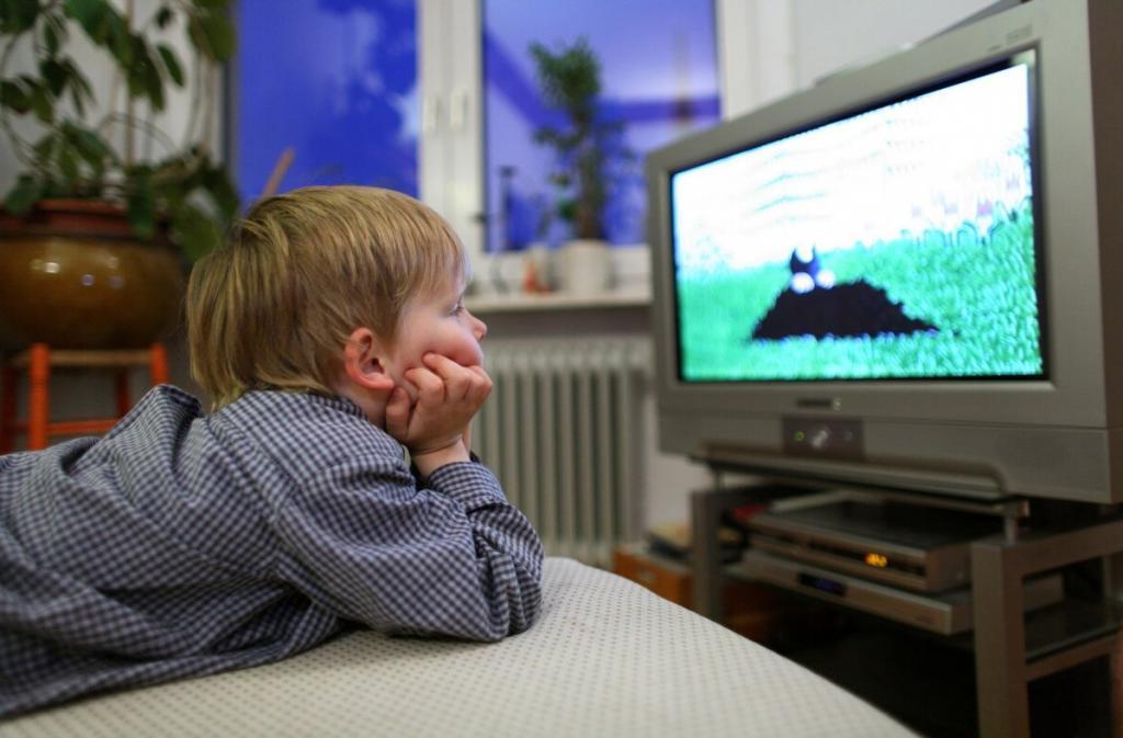 Можно ли грудничкам смотреть телевизор