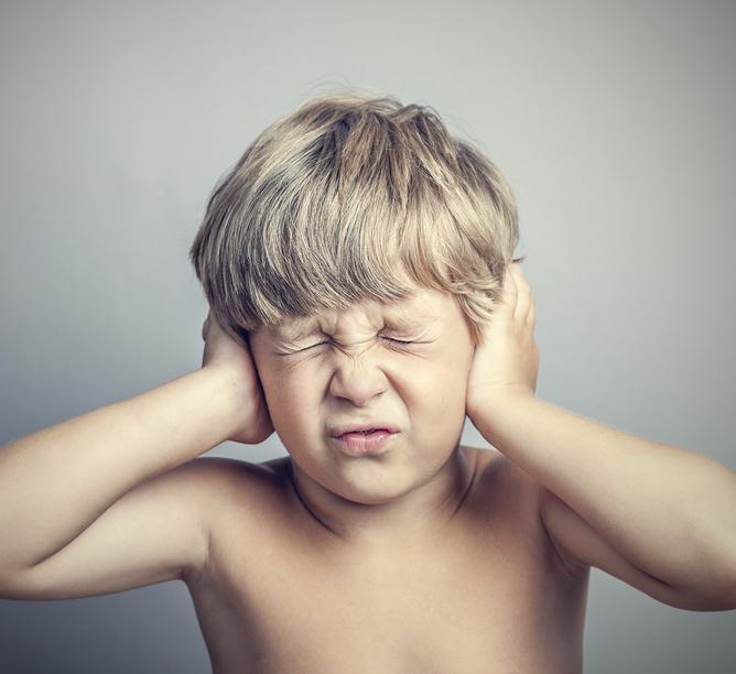 Почему маленький ребёнок вас не слышит