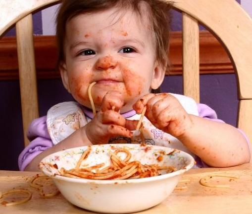 Первый прикорм: без тревоги, без мультиков и без диет. как правильно? прикорм