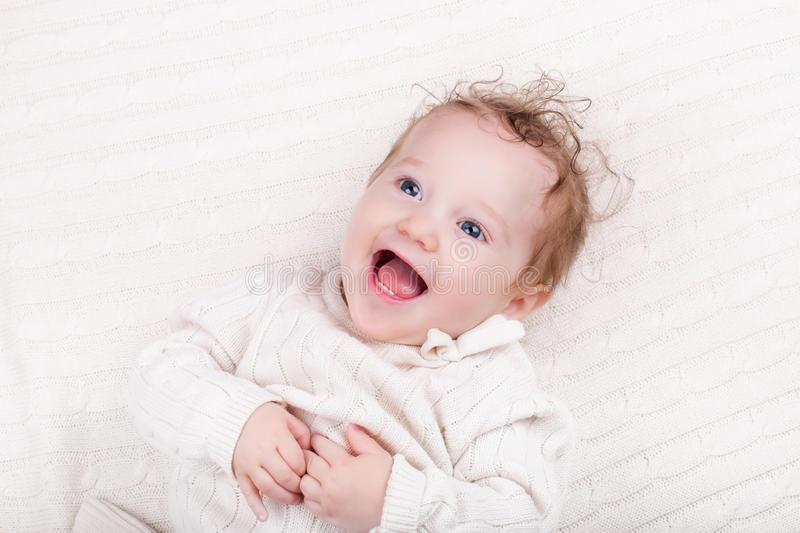 Беспричинный смех у ребенка 5 лет. ребенок постоянно смеется без причины