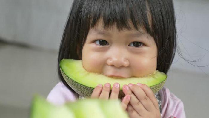 Можно ли давать арбуз грудным детям и как его правильно вводить в питание