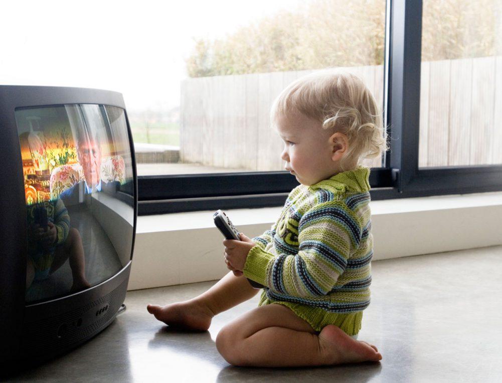 Телевизор в детской комнате