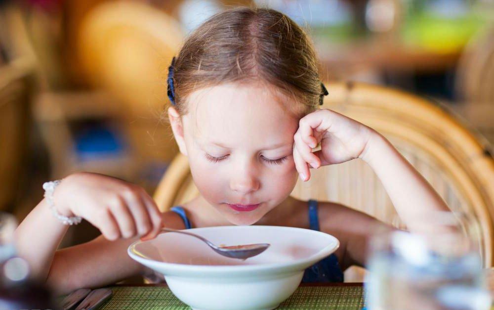 Ребенок не ест суп: чем заменить первые блюда