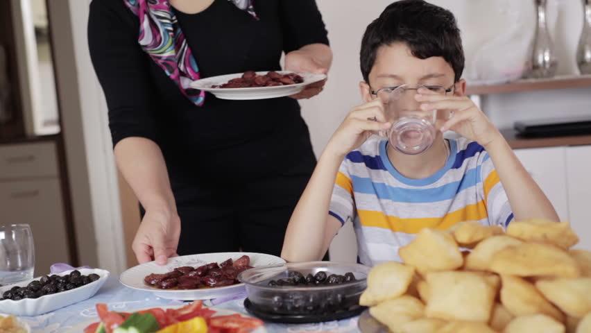 Почему тошнит по утрам на голодный желудок