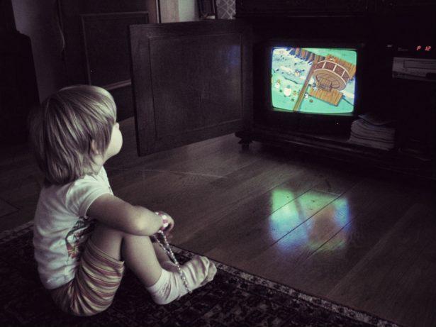 Как телевизор влияет на ребенка - как выбрать правильную телепередачу