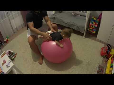 Как правильно проводить занятия на фитболе с грудничком: примеры упражнений и польза гимнастики