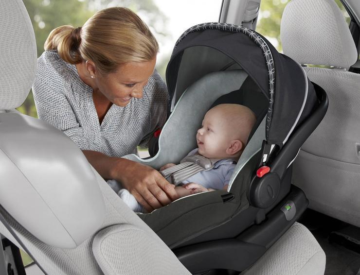 Как перевезти новорожденного в машине из роддома