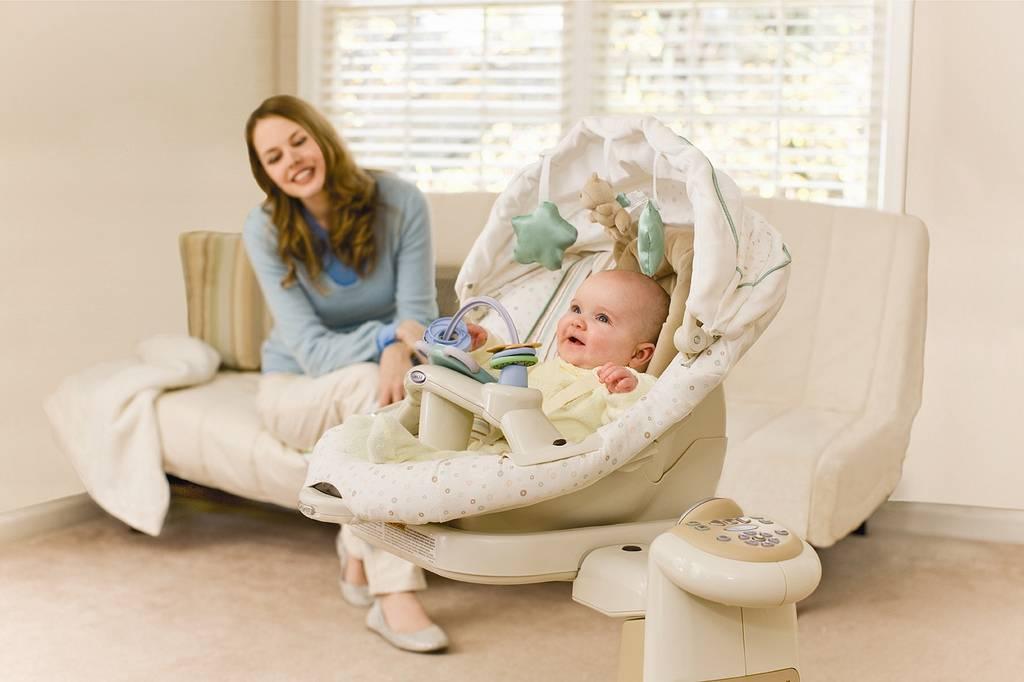 Кресло качалка для кормления ребенка