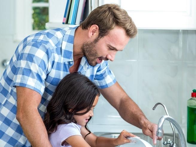 Как привлечь новоиспеченного отца к уходу за младенцем?