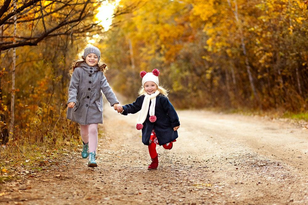 Какие игрушки взять с собой на прогулку? список игрушек для улицы по сезонам