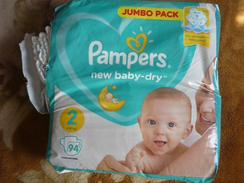 Какие памперсы лучше выбрать для новорожденных и сколько их нужно взять в роддом?