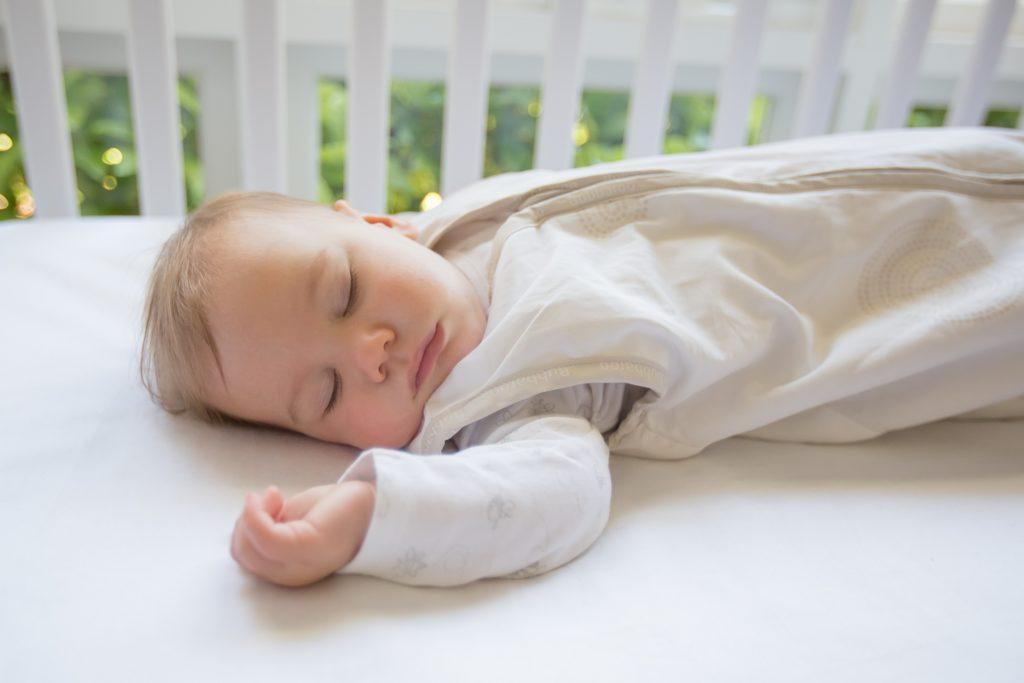 Как отучить ребенка от пеленания