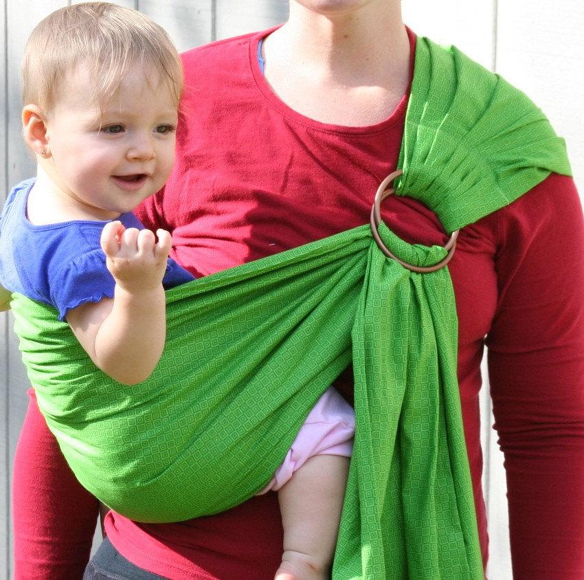 Слинг с кольцами: как правильно выбрать, завязать и носить ребенка