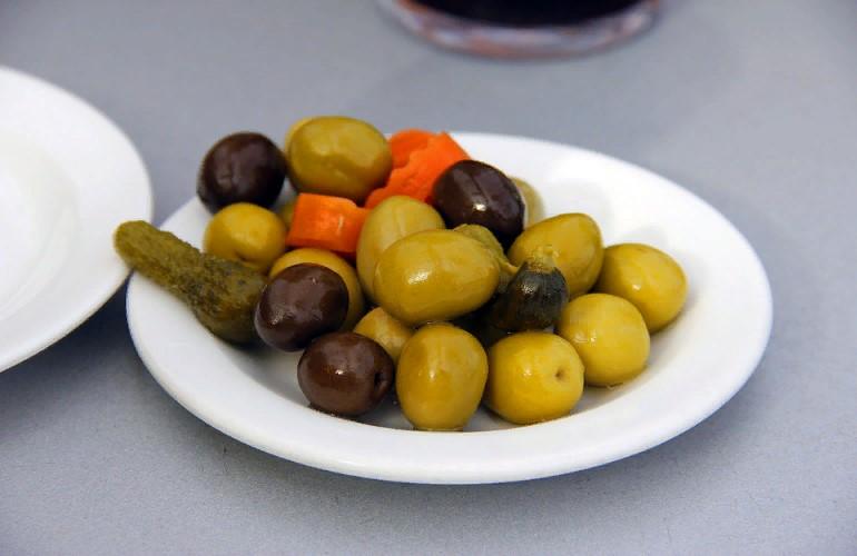 Можно ли кормящей маме оливки? - для мам