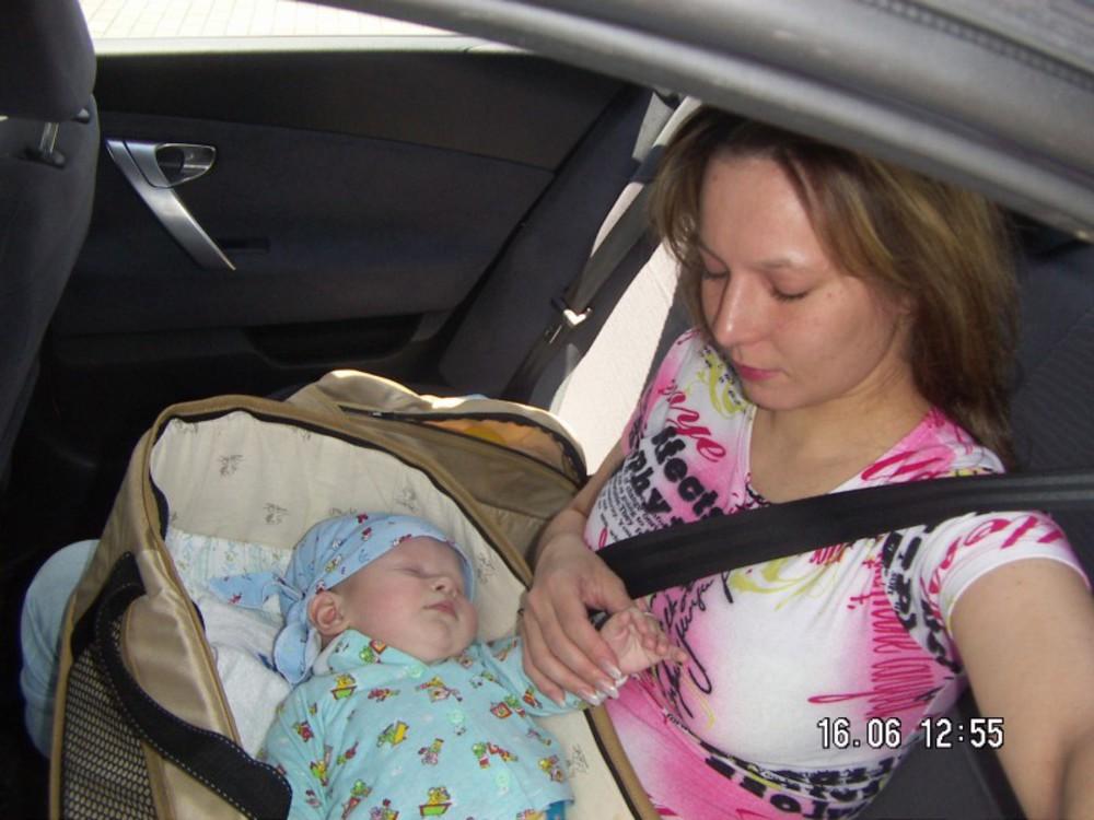 Как перевозить новорожденного в машине: путешествуем по правилам
