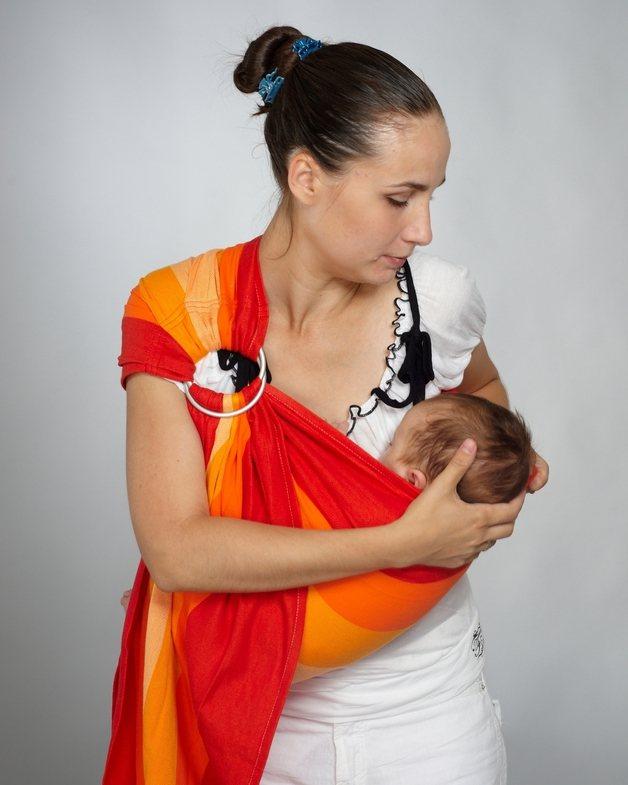 Слинг с кольцами — как носить новорожденного и как одевать: фото- и видеоинструкция