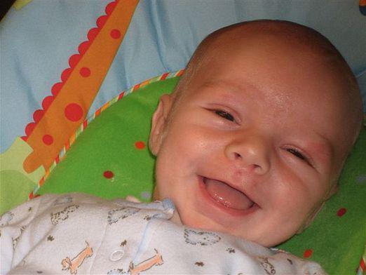 Когда новорожденный начинает видеть и слышать, через сколько дней после рождения
