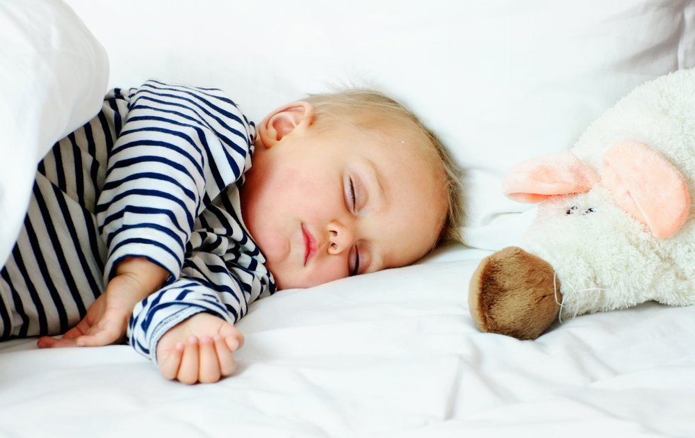 Ребенок спит только на руках: причины, 7 рекомендаций детского психолога и 4 способа отучить
