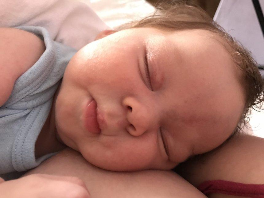 Почему ребенок в 3 месяца плохо спит днем и ночью?