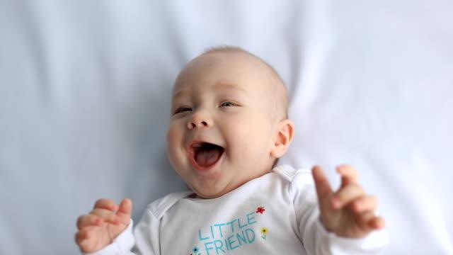 Ребенок смеется когда я его ругаю. это нормально?!