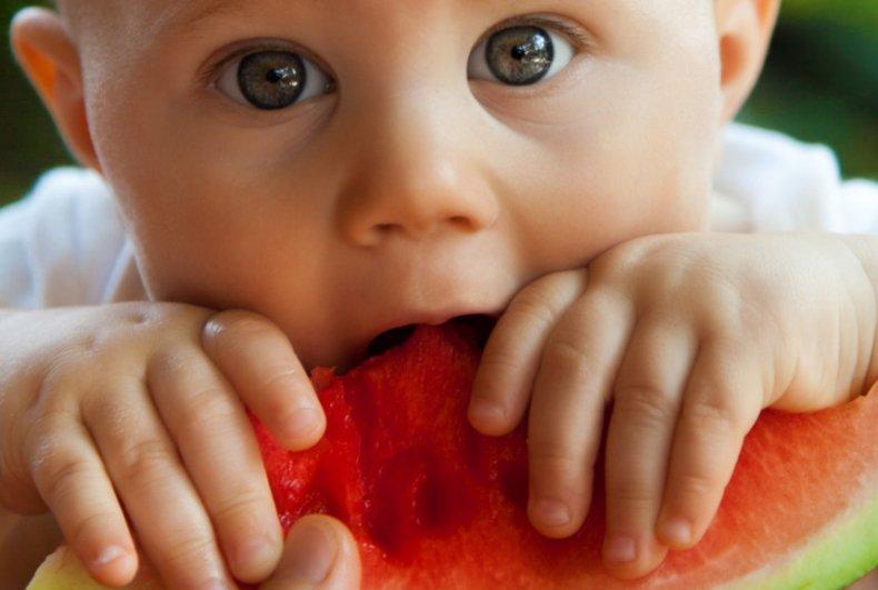 С какого возраста детям можно давать арбуз?
