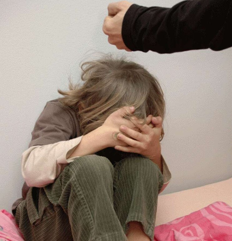 Мама очень сильно бьет за четвертные оценки - 2 совета психологов, консультации