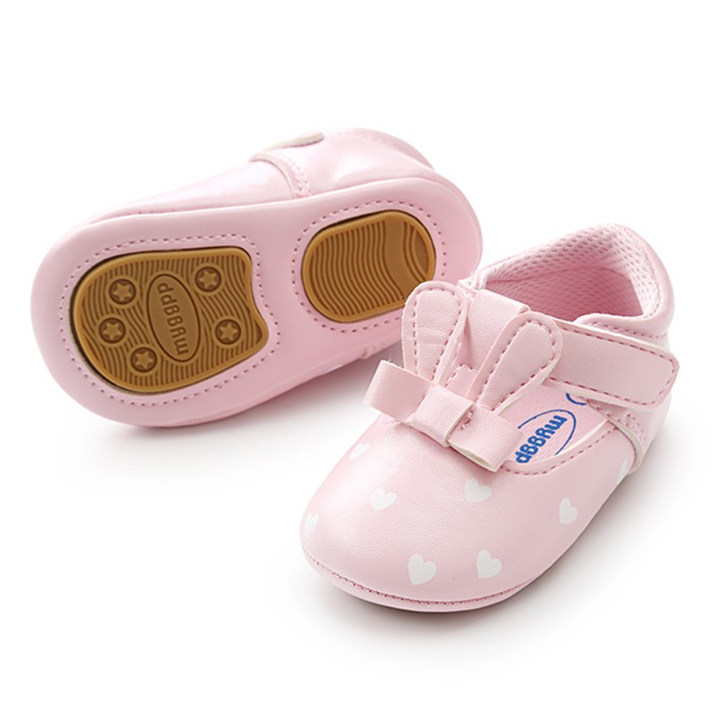 Когда ребенку покупать первую обувь?