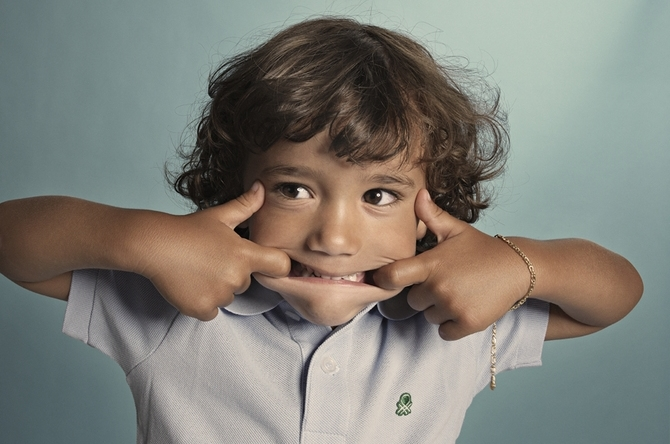 Почему ребенок кривляется и как его от этого отучить | психология