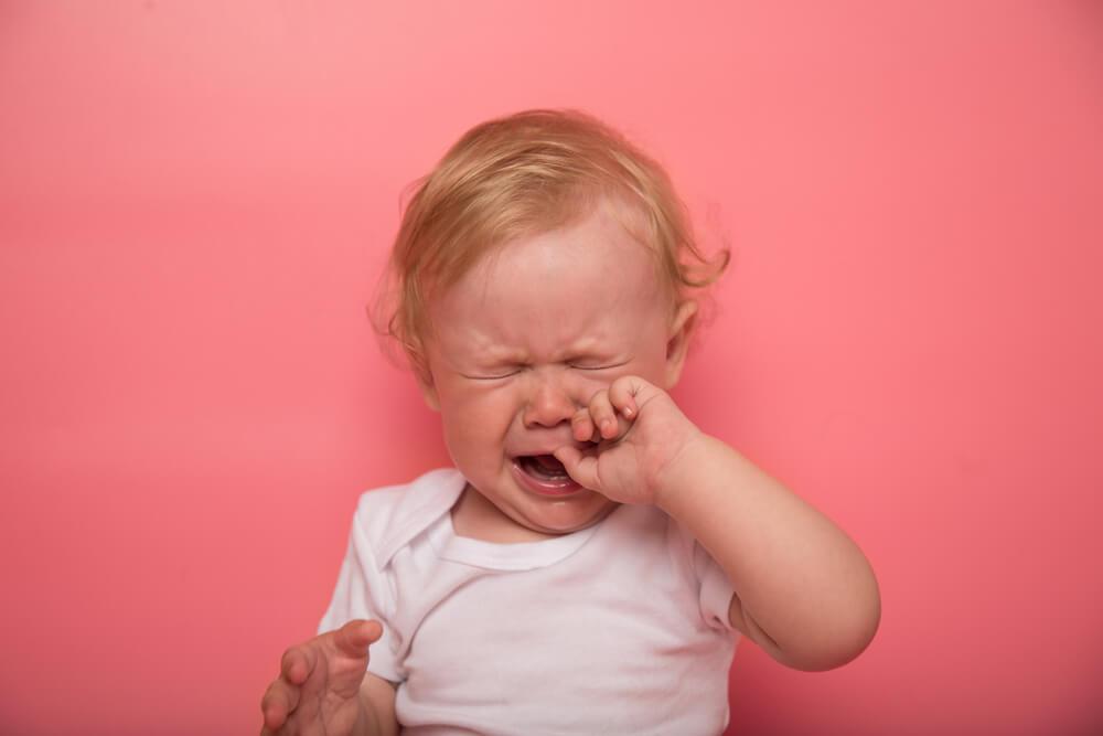 Почему грудничок плачет?