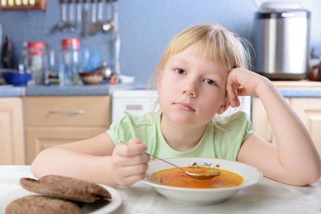 Почему ребенок мало ест —  накормить малоежку